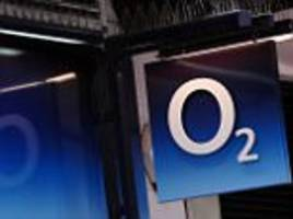 O2 customers without mobile signal advised to 'turn phones off and on again'