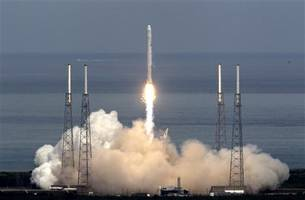SpaceX Gets U.S. Approval to Enter $70 Billion Military Market