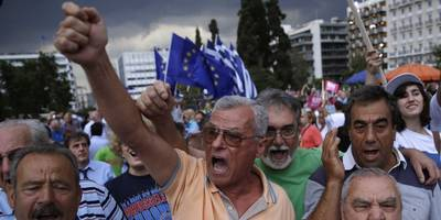 BLOOMBERG: Greece should vote 'Yes' on the bailout referendum (GREK)