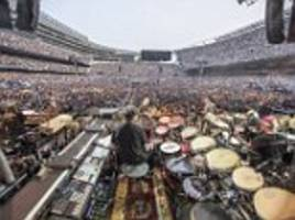 70,000 friends of the devil: Waves of Grateful Dead fans flood Chicago stadium for first of band's final shows