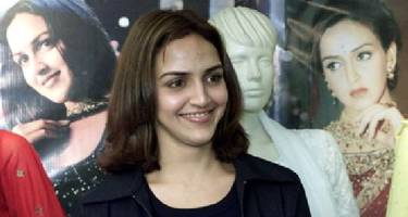 Esha Deol expresses condolences to the family of the girl who died in the accident