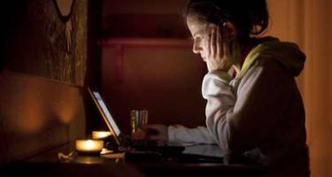 Addicted to Facebook? It may be affecting your eating habits!