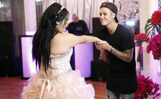 Justin Bieber Surprises Fan Survived From Meningitis With Quinceanera Party