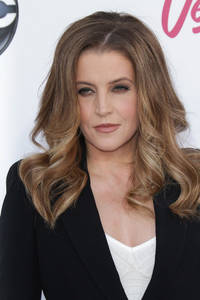 ex-scientologist, lisa marie presley, reportedly helping tom cruise reunite with suri, threatens church with release of 'dark secrets'