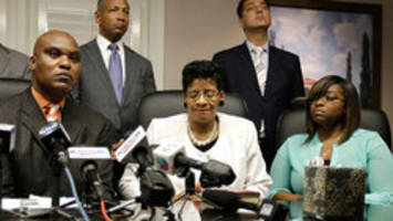Sandra Bland's family files wrongful death suit
