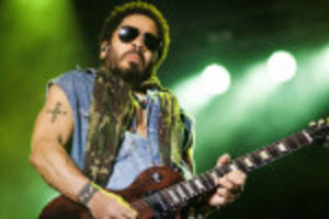 Whoops lenny kravitz exposes himself during concert one news page