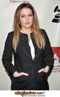 ex-scientology insider says lisa marie presley's quest to help tom cruise leave church 'easier said than done' [update]