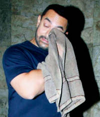 crying aamir khan goes viral on twitter