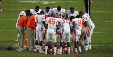 Conservative Christian Group Defends US Schools From Atheists Who Want Football Chaplains Abolished