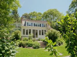 betsey johnson's east hampton home for sale
