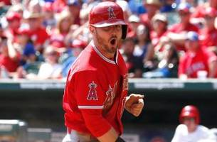 Angels score 5 in 9th, prevent Rangers from clinching AL West
