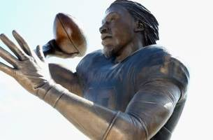 Baylor's RG3 statue sacked by TCU fans?