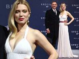 léa seydoux displays plenty of cleavage with daniel craig at spectre beijing