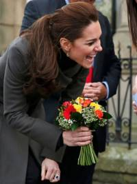 Kate Middleton receives flowers from adorable 3 year old during royal visit