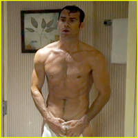 justin theroux goes shirtless, bares butt on 'the leftovers'
