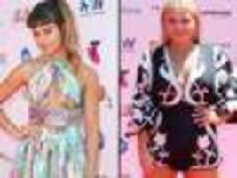 Stars sweat it out on ARIAs red carpet