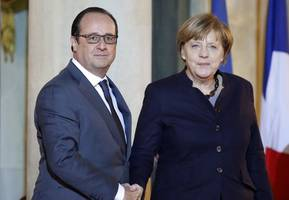 France's Hollande: would be very good signal if Germany went further in fight against IS