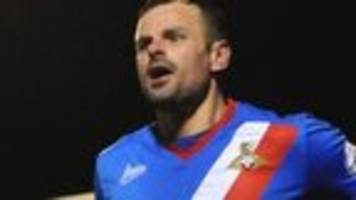 Oldham re-sign midfielder Wellens