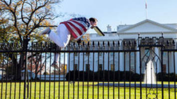 Man who jumped White House fence draped in American flag left suicide note