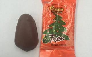 Social Media Slams Reese's Because Candy Doesn't Look Enough Like A Christmas Tree (Photos)