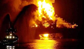 workers feared dead in oil rig fire