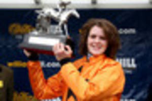 lizzie kelly makes history with kempton glory on tea for two