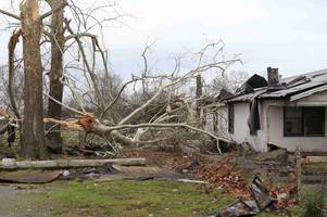 christmas season storms have killed at least 34 people in the us