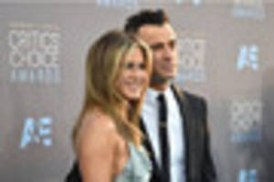 jennifer aniston and justin theroux steal awards limelight