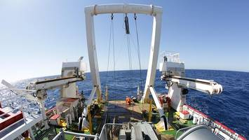 mh370 search halted as equipment lost