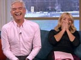 Holly Willoughby giggles as This Morning broadcasts 'live from a vagina'