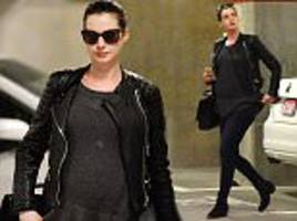 pregnant anne hathaway subtly flatters her growing baby bump in black