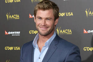 chris hemsworth nerds out in new 'ghostbusters' photos