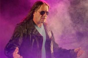 bret 'the hitman' hart receives message of support from madison square garden