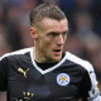 vardy signs new deal with leicester city