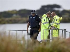 Divers to recover Vic plane crash victim