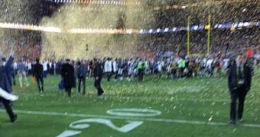 "Tim Cook's Blurry Super Bowl iPhone Photo Looks like ""He's Using a Potato"""