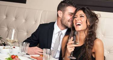 Survey finds that men spend more than women on Valentine's Day