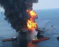 Mexican rig fire leaves three dead
