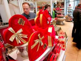 Here's how much Valentine's Day will cost you this year