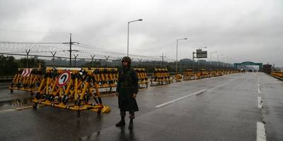 South Korea To Suspend Joint-Run Kaesong Industrial Complex After North Korea's Rocket Test (BREAKING)