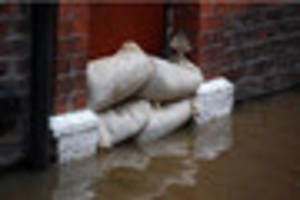 WEATHER: Flood warning still in place for Cornwall for high tide...