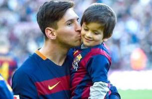 Lionel Messi shows off his new car purchase