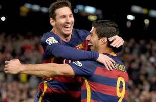 Messi, Suarez team up for outrageous penalty kick