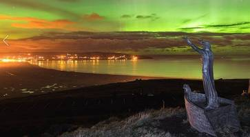 video captures stunning aurora borealis display from lough neagh