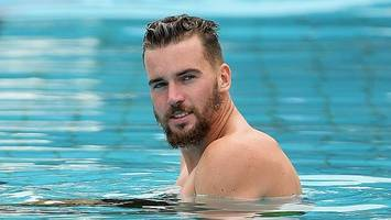 winger swims with the eels