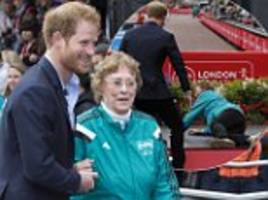 prince harry helps former olympian who slipped at london marathon