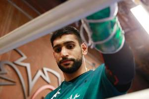 boxer amir khan delighted as his nephew signs professional football contract with hibs