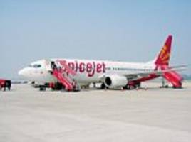 spicejet pilot who allegedly asked the co-pilot to leave while allowing an air hostess to sit in the cockpit for a 'considerable time' has his licence suspended