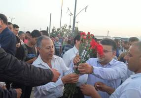 Hadash party gives flowers to Palestinians at checkpoint for May Day