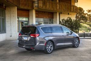 Google and Fiat Chrysler ink deal to build self-driving Pacifica minivans for testing